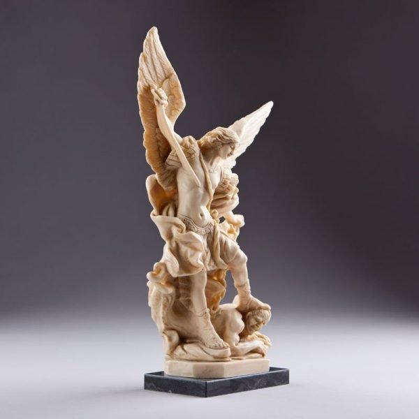 statue saint michel archange - vue côté gauche